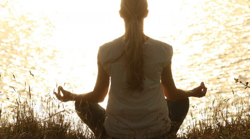 6 poses de Yoga pour vous aider à vous libérer du passé et avancer vers le futur
